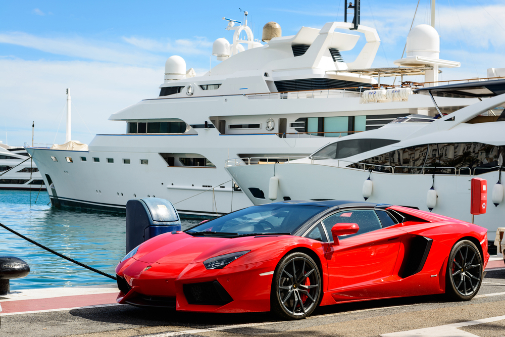 How to plan the perfect beach day in Miami with your exotic car rental - Car  rentals south beach